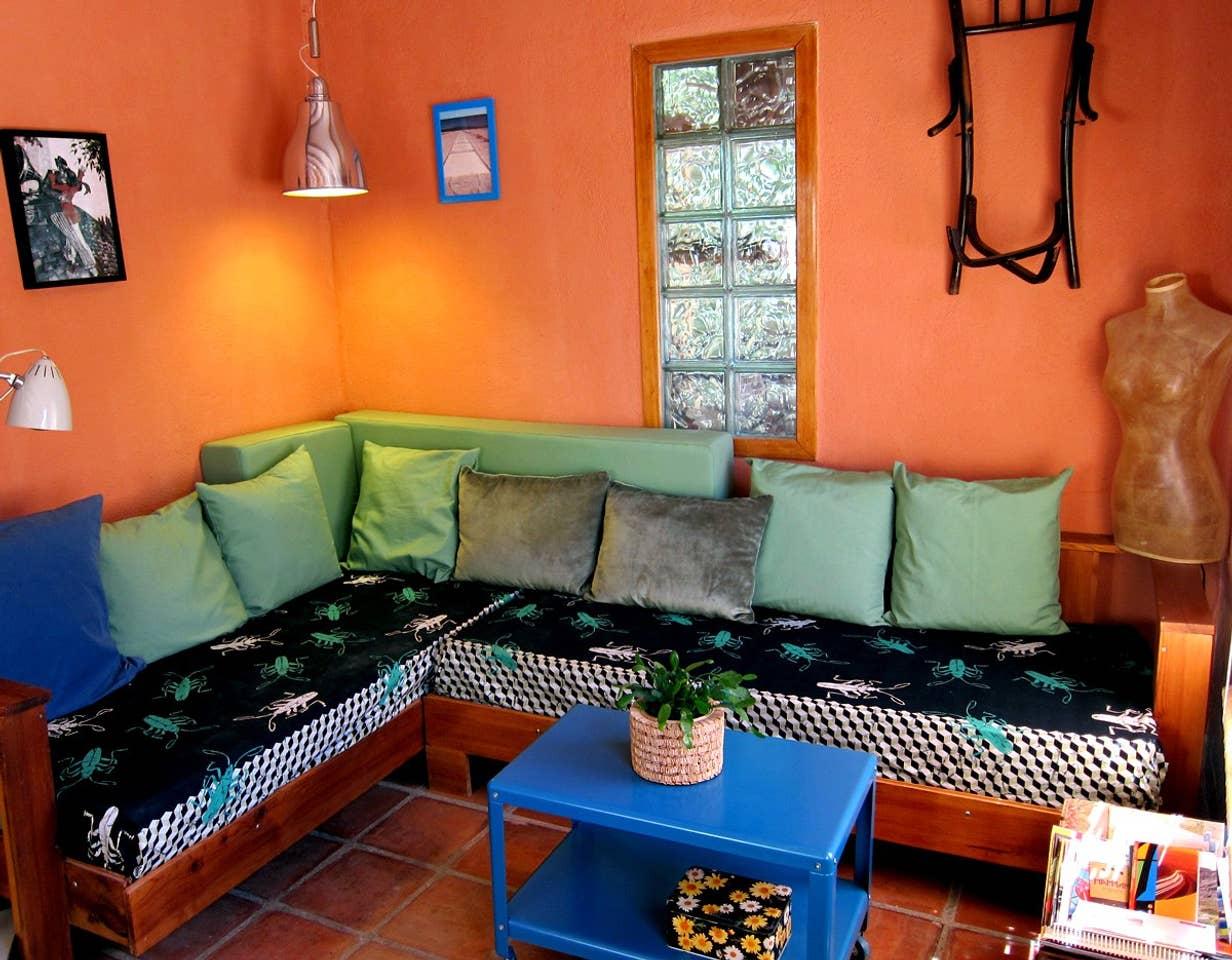 Rincón de lectura y relax en el porche