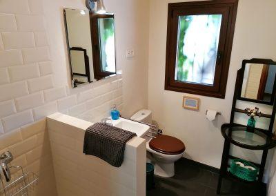 Baño de la habitación doble